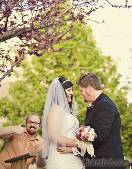 photo bomb, the third man in the wedding photo