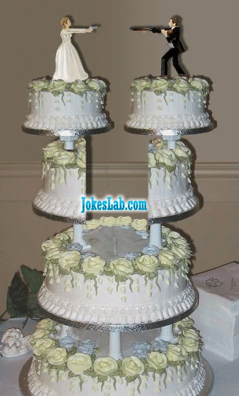funny divorce cake, shoot at each other