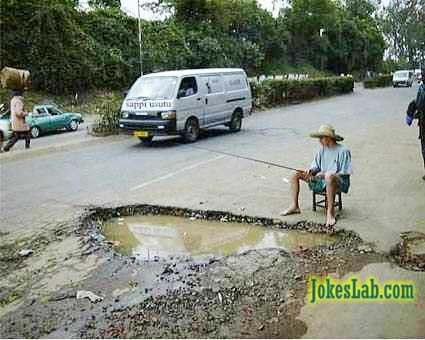funny picture, fishing on the road