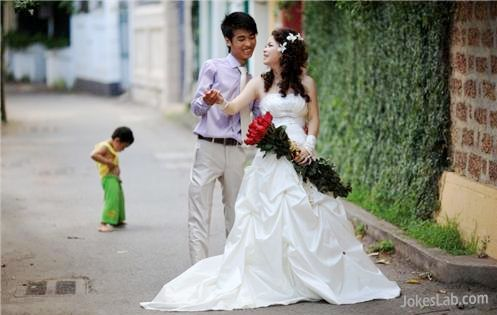 funny wedding photo, kids peeing