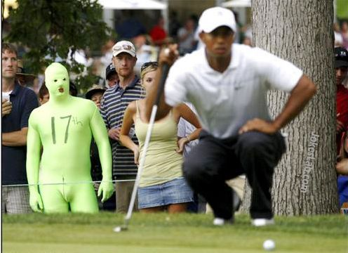 funny guy gets more attention than Tiger Woods inn golf course