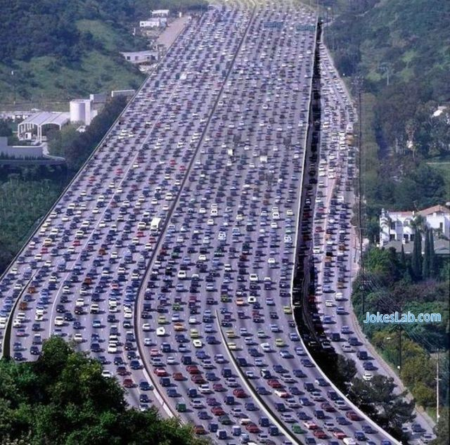 Funny-expressway-parking-only-seen-in-USA