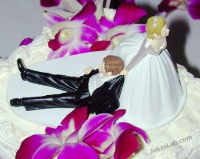 funny-wedding-cake-you-cannot-run-away