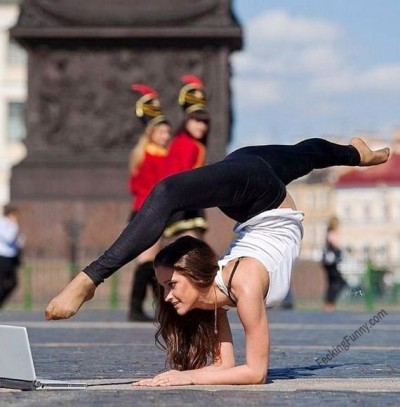 how-yoga-girls-use-laptop