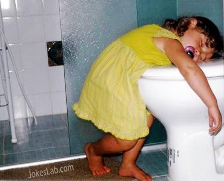 funny-kid-sleep in toilet