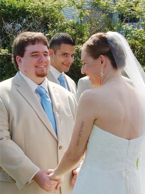 funny-wedding-photo-seduce-the-bride