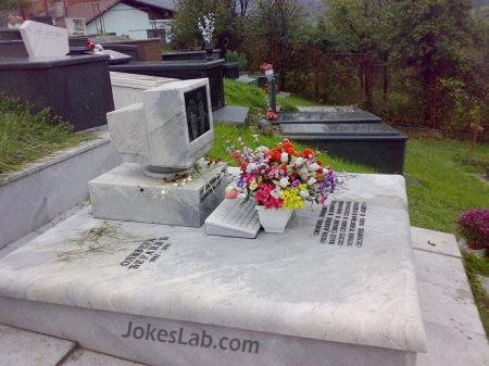 grave of computer nerds,