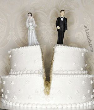 funny wedding, divorce cake, splitting moment