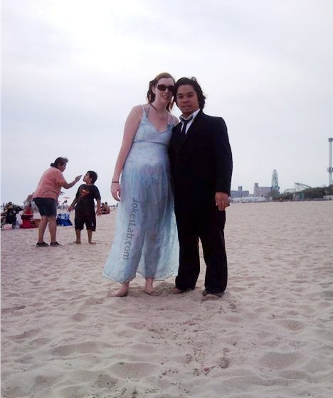 funny-photo-couple-in-beach