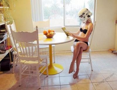 alien-wife-in-kitchen