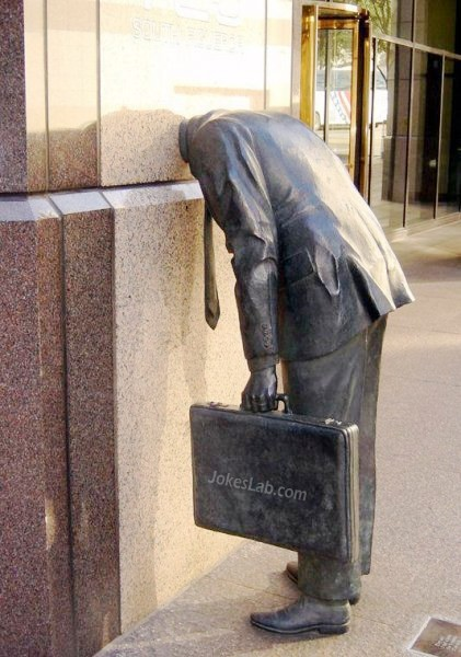 funny-statue-head-in-office