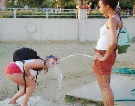 funny-fountain-peeing-woman